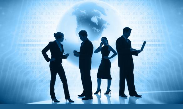 Foto. Dois homens e duas mulheres estão de pé. Um homem segura um laptop os outros celulares. Atrás deles o globo terrestre. Imagem com filtro azul.