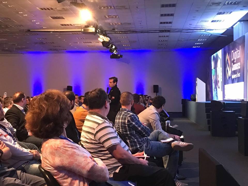 Caito Maia, CEO da Chilli Beans, falou sobre segmentação de produto e  valorização da marca em sua palestra no Digital Commerce 9d7bddefac
